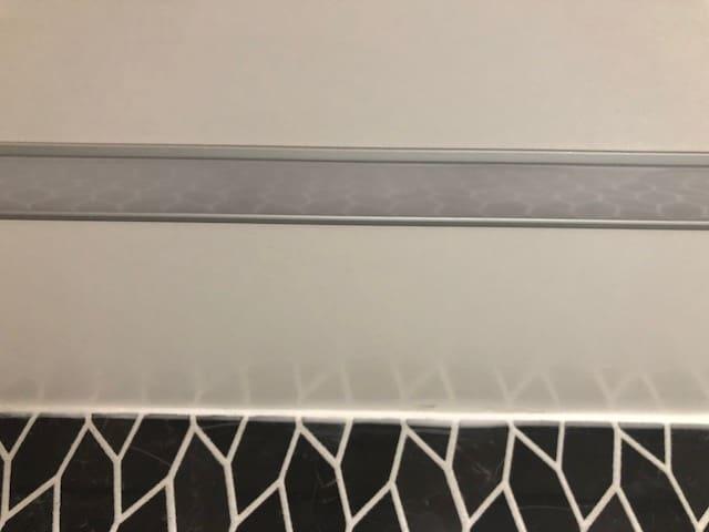 Led-valonauha upotetussa alumiiniprofiilissa keittiökaapiston alla